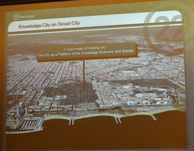 图5:随着22@区的发展,在过去的十年中,许多跨过和本土企业纷纷把总部迁至此地。该区也以不同方式不断地改变和成长中。在这个过程中产生了一种景观的对比:从高科技大厦到废弃工厂的对比,从建筑、经济以及社会角度来看,这是一个独特的城市景观,也是一种持续的挑战。(Catalannewsagency.com)
