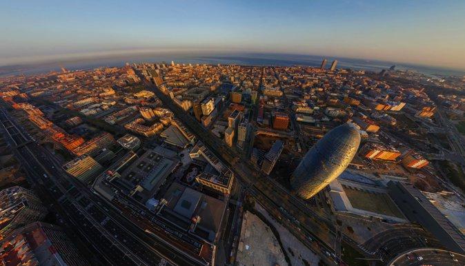 图6:22@区鸟瞰照片1。图中的高楼为Alba Tower,为巴塞罗那第三高楼。图片来自360°Aerial Panorama。