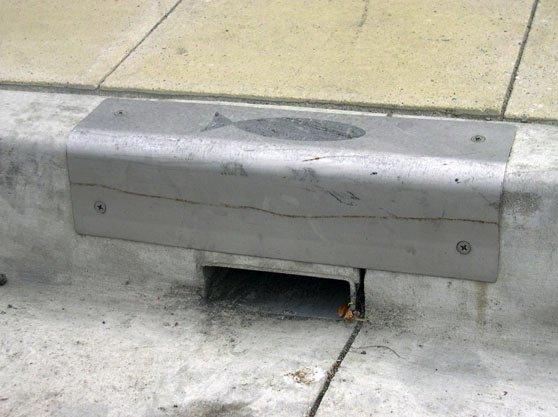 图11. 停车场人行道排水管