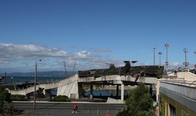 图14. City to Sea 景观桥