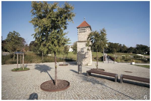 图6 曾经的采矿变压塔下新建的城市广场(Hans Joosten摄)