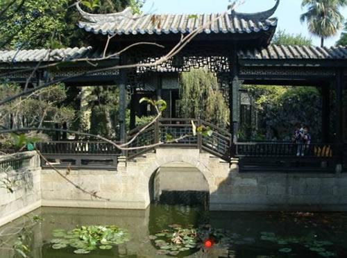 余荫山房:大胆采用方形规整的水池设计