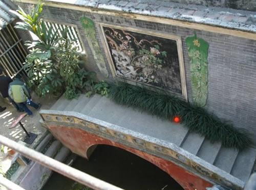 余荫山房:西式的架桥手法,一侧是影壁墙