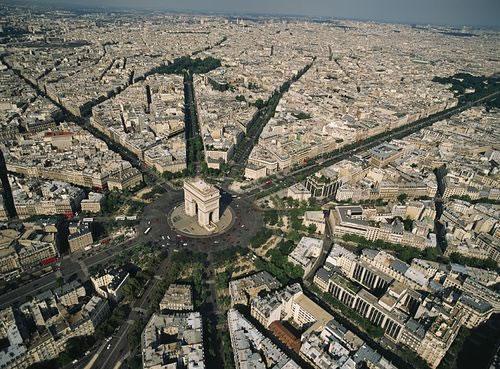 图16 星形广场及向外辐射的12条林荫大道