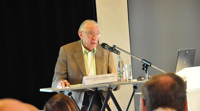 Wolfgang Haber 教授 在2015DLA大会上