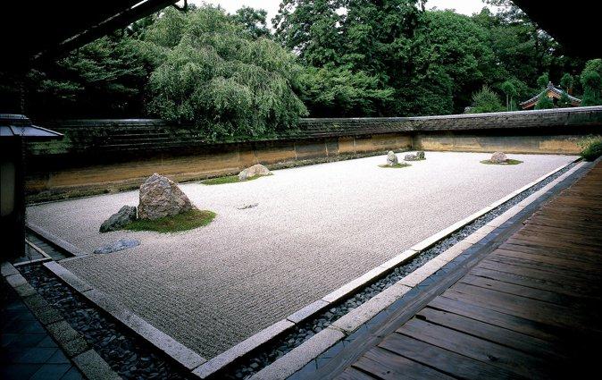 图七,日本京都龙安寺枯山水庭院(图片来自网络)