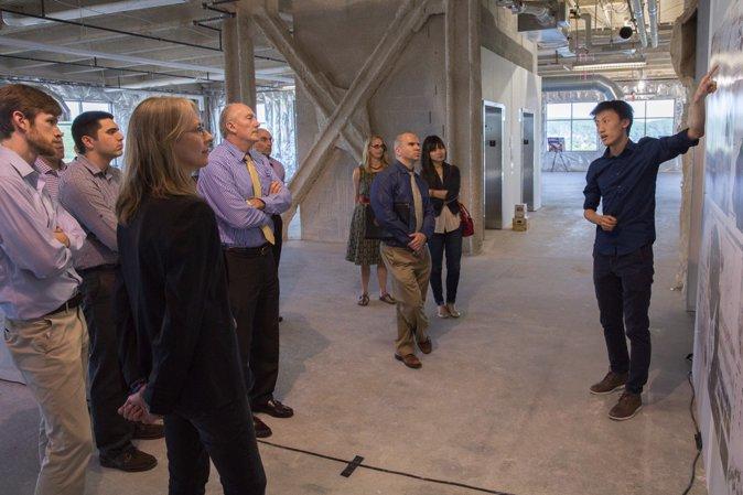 LVPC Exhibition,作者在当地展览中与相关决策者讨论。(Photo Credit: You Wu)