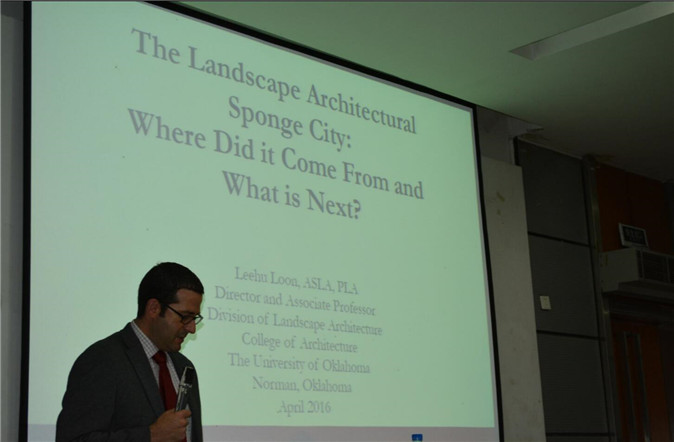Leehu Loon 教授在演讲